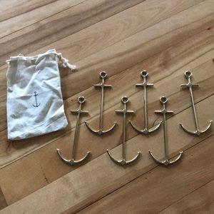 Set of 6 gold anchor drink pics. Drawstring bag.